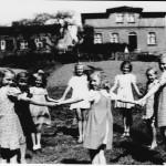 Wielki Kack. Po lewej stronie dom rodzinny Sługi Bożego Leona Hirsch. W tym domu się urodził, z tego domu poszedł za Panem
